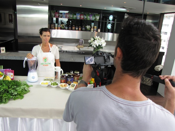 Jennifer in her documentary on how to make Green Smoothies